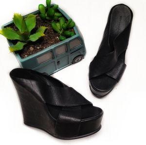 🎉Vera Wang Lavender Black Platform Wedge Sandal🎉